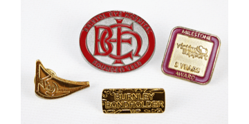 Gezandstraald Metaal Badges
